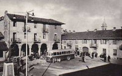 Piazza centralw con BUS - Pianezza (To)